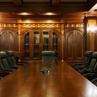 Конференц зал, отделка потолка и стен, мебель из массива дуба